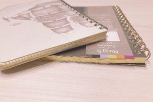 エルメス手帳レフィルと伊東屋手帳リフィルの側面