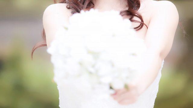 ブーケをもつ花嫁